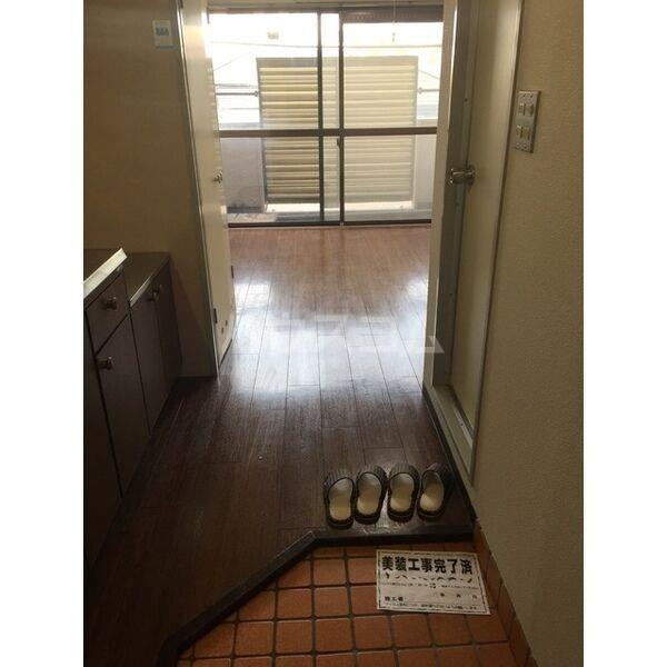 エムエス岡町ビル 302号室の玄関
