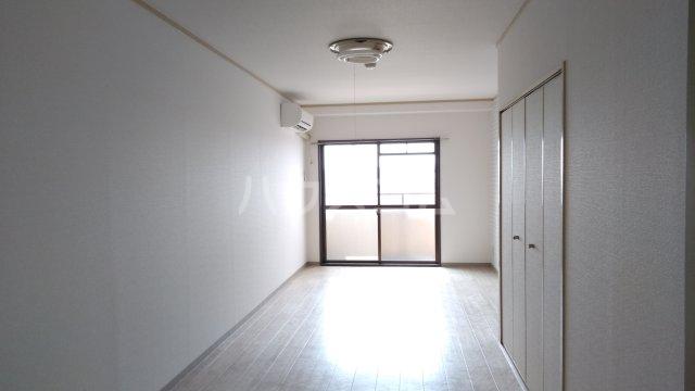 レオパードウエハラ 403号室のリビング
