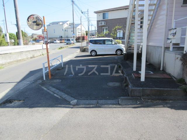 第一長谷川コーポ 101号室の駐車場