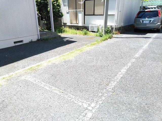 ウッドベル 2号室の駐車場
