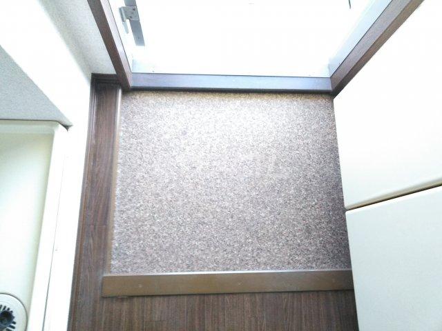 ウッドベル 2号室の玄関
