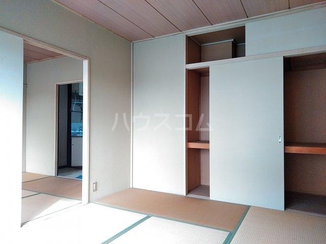 吉田ハイツ 202号室のベッドルーム