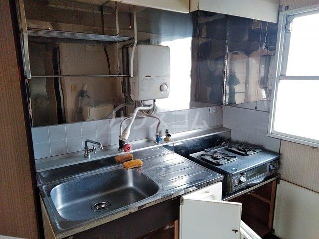 吉田ハイツ 202号室のキッチン