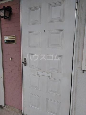 吉田ハイツ 101号室のエントランス
