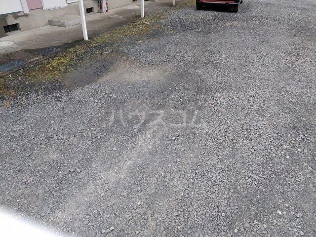 吉田ハイツ 101号室の駐車場