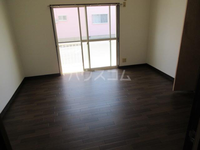 コーポルークワットA 201号室の居室