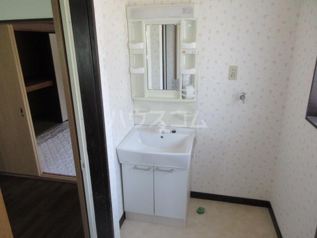 コーポルークワットA 201号室の洗面所