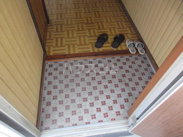 紫山荘 201号室の玄関