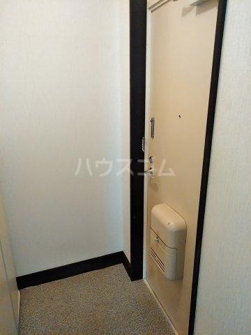 コーポルークワットA 202号室の玄関