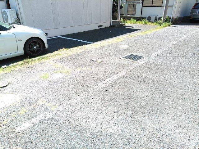 ウッドベルⅢ 101号室の駐車場
