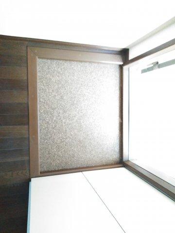 ウッドベルⅢ 101号室の玄関