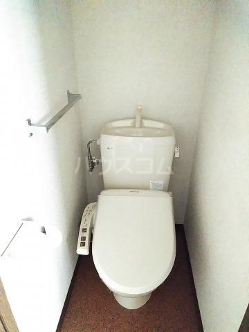 ウッドベルⅢ 101号室のトイレ