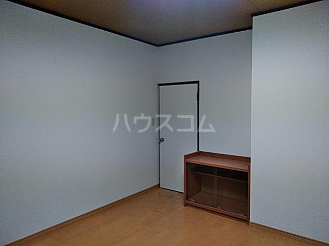 石川ビル 302号室のリビング