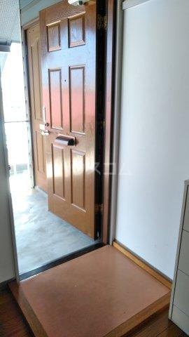 カーサUⅠ 202号室の玄関
