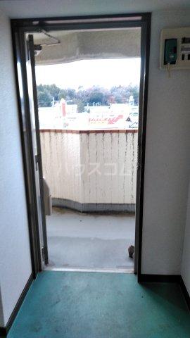 プラムガーデン 402号室の玄関