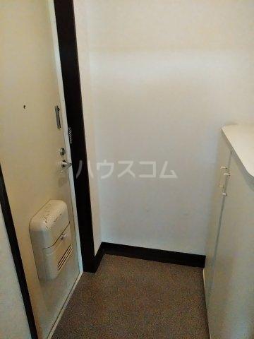 コーポルークワットB 201号室の玄関