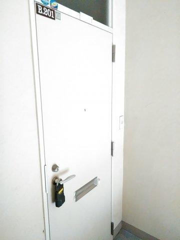 コーポルークワットB 201号室のエントランス