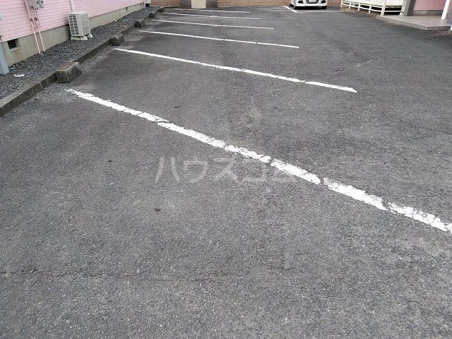 コーポルークワットB 201号室の駐車場