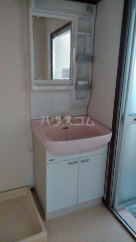 三の丸ロイヤルコーポ 101号室の洗面所