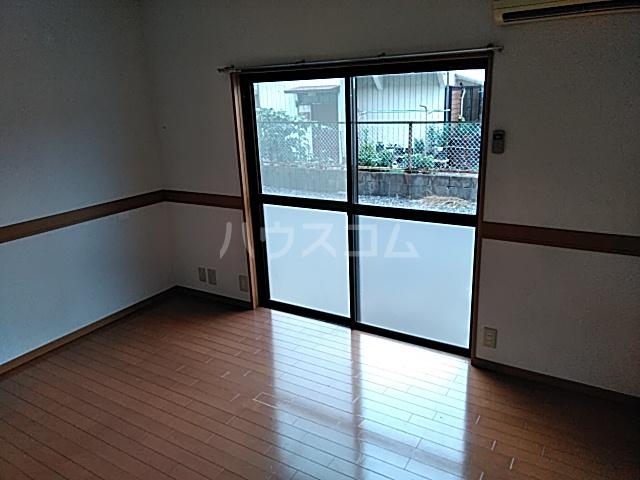 江幡コーポ 105号室のリビング