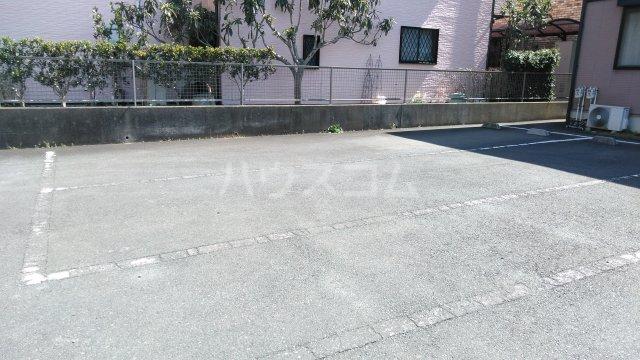 ブランエールD 102号室の駐車場