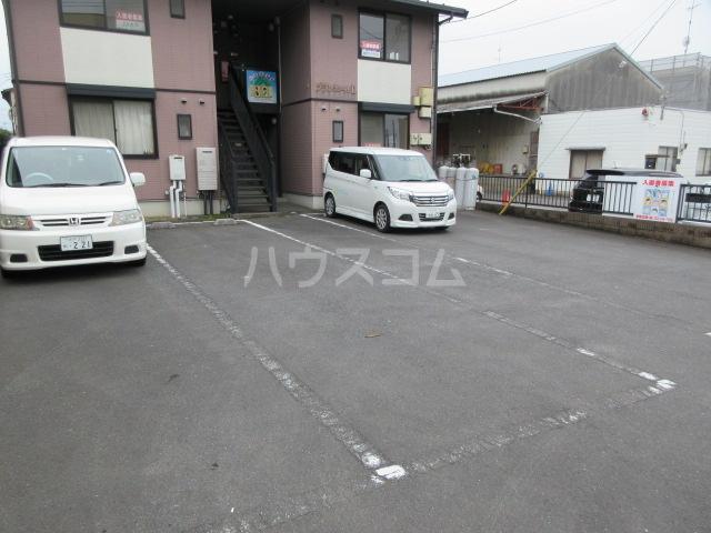 ブランエールD 201号室の駐車場