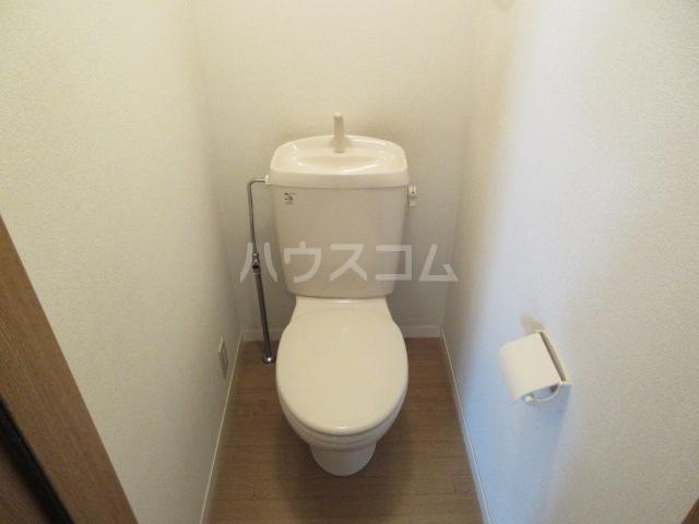 ブランエールD 201号室のトイレ