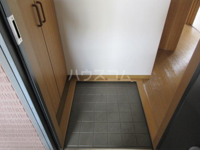 ブランエールD 201号室の玄関