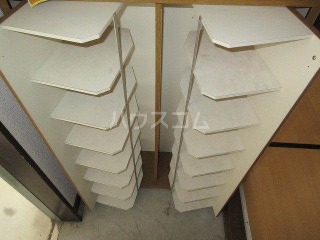 ハイツアンザイ 202号室の駐車場
