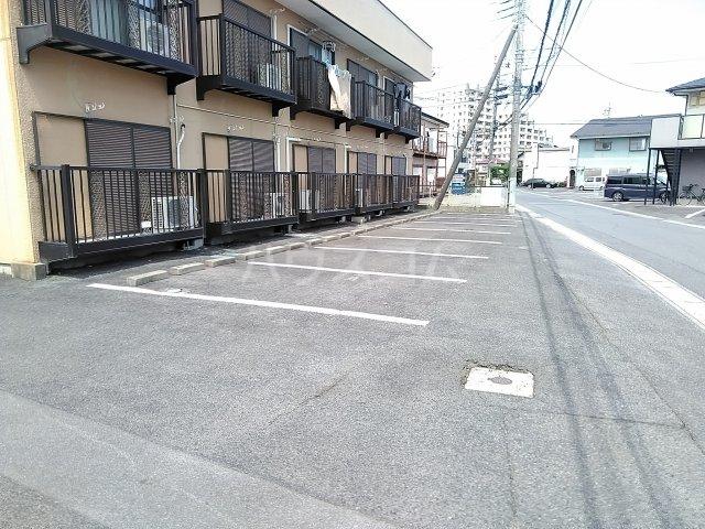 アネックス中川A 102号室の駐車場