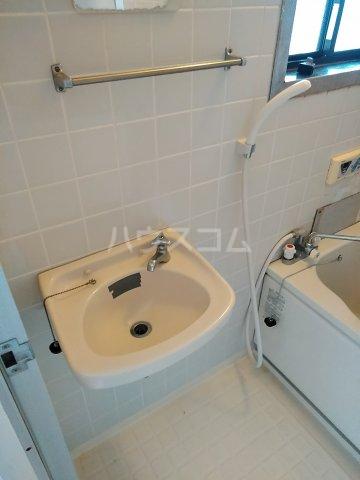 アネックス中川A 103号室の洗面所