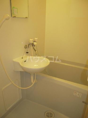 レオパレスアンヘル 106号室の洗面所