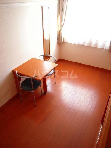 レオパレスアンヘル 106号室のベッドルーム