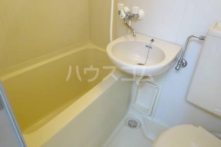 プレリ西大島 302号室の風呂