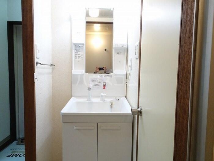 スカイハイツ諏訪 102号室の洗面所