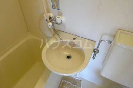プレリ西大島 313号室の洗面所