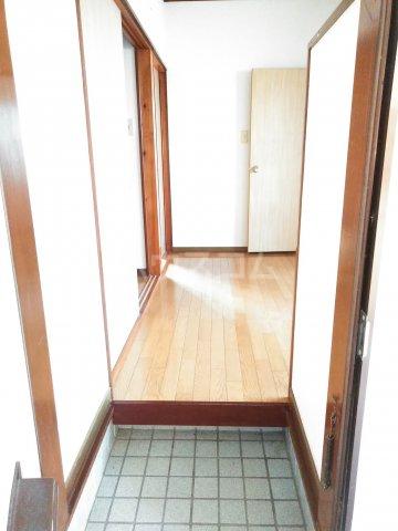 大平グリーンハイツ 101号室の玄関