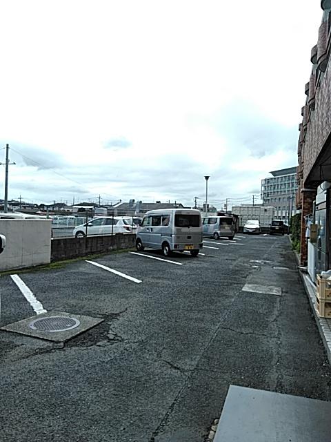 プラムガーデン 211号室の駐車場