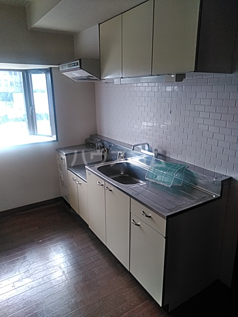 プラムガーデン 211号室のキッチン