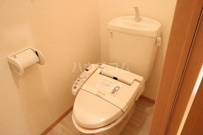 ベル・エクレールB 101号室のトイレ