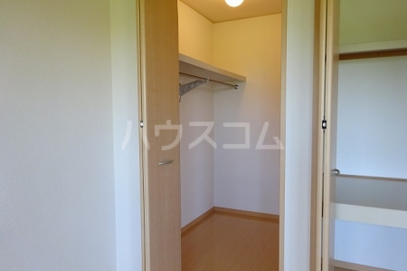 ボナールB 203号室の玄関