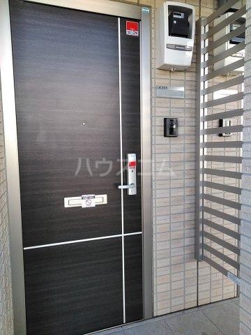 ティアラ A 208号室のエントランス