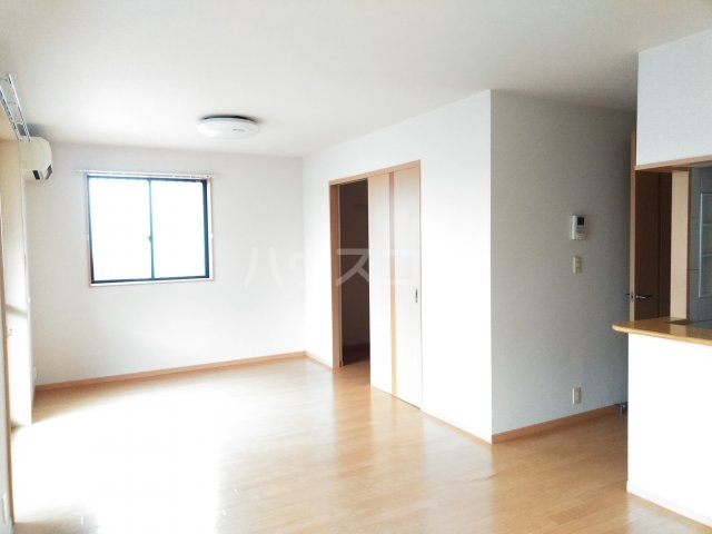 Lumiere・S(ルミエール・エス) 102号室のリビング