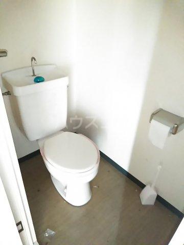 フリーダム A 202号室のトイレ