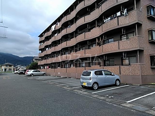 ヴィクトワール 3C号室の駐車場