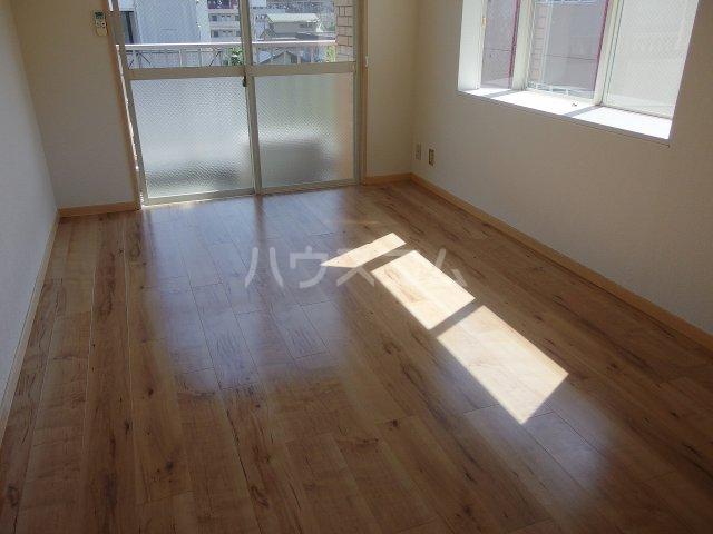 グランラパン 101号室の居室