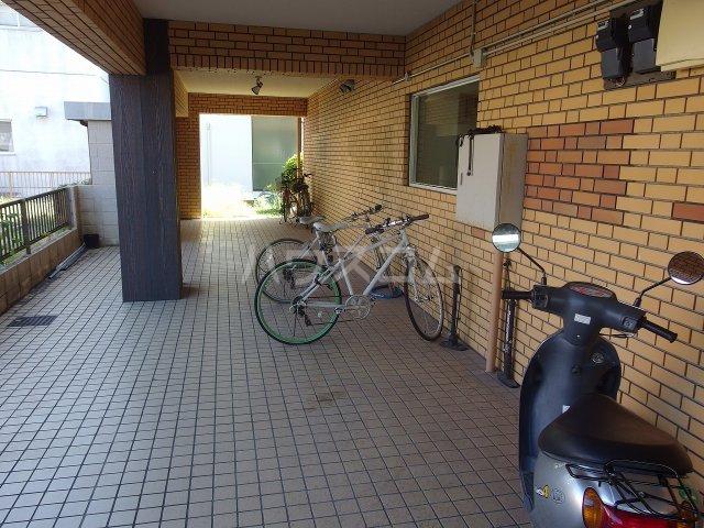 グランラパン 101号室の駐車場