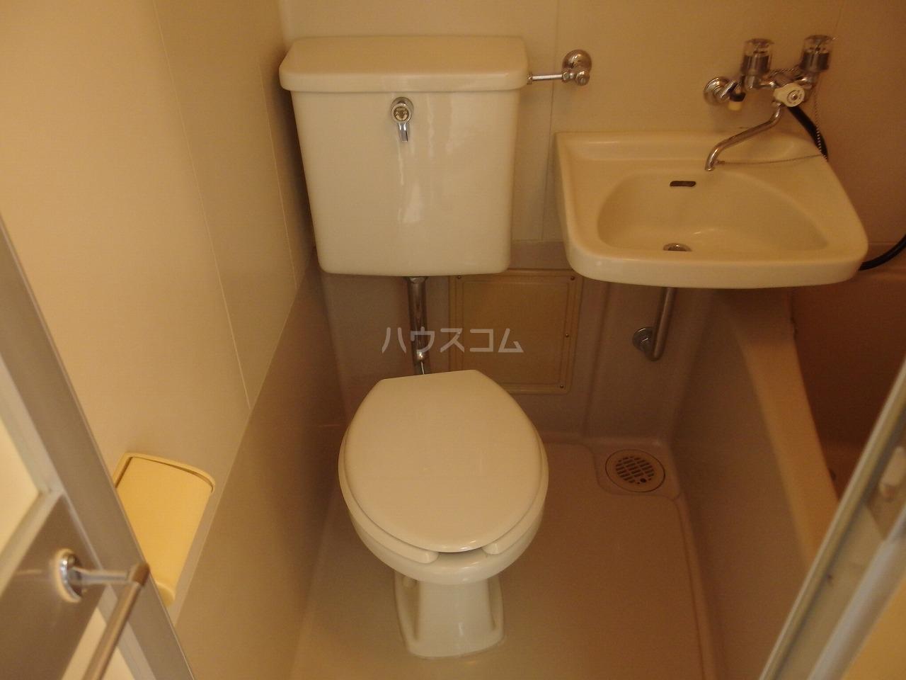 グランラパン 101号室のトイレ