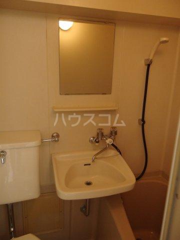 グランラパン 101号室の洗面所