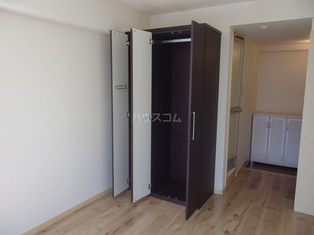 グランラパン 101号室の収納